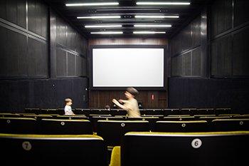 L'importanza del cinema nella mia fotografia – Interno del cinema della Fondazione Prada di Milano