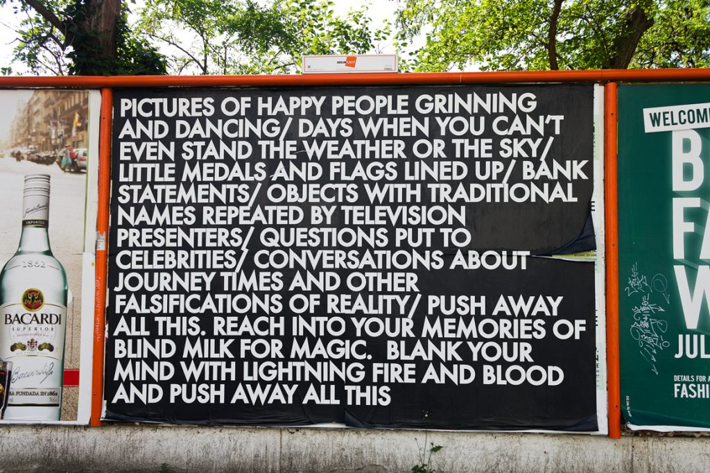 Robert Montgomery, installazione per le strade di Berlino per la sua esibizione Echoes of Voices in the High Towers