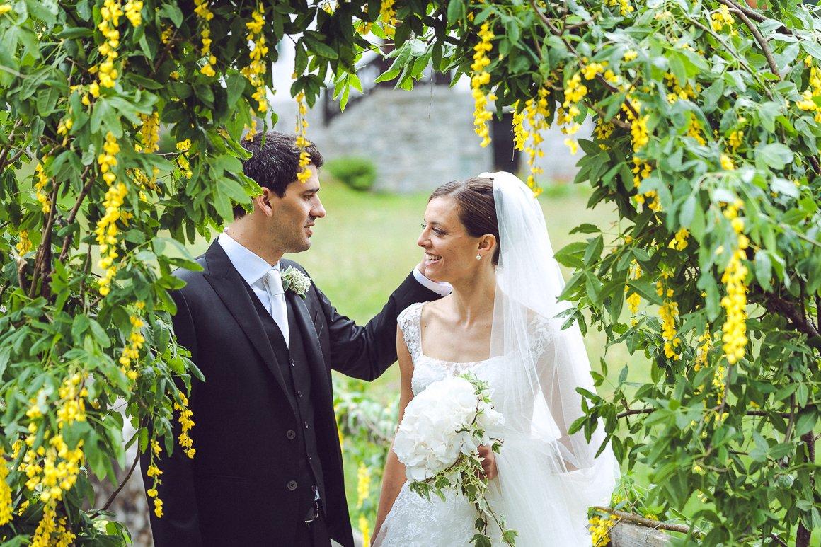 Servizio fotografico di matrimonio. Gli sposi in posa