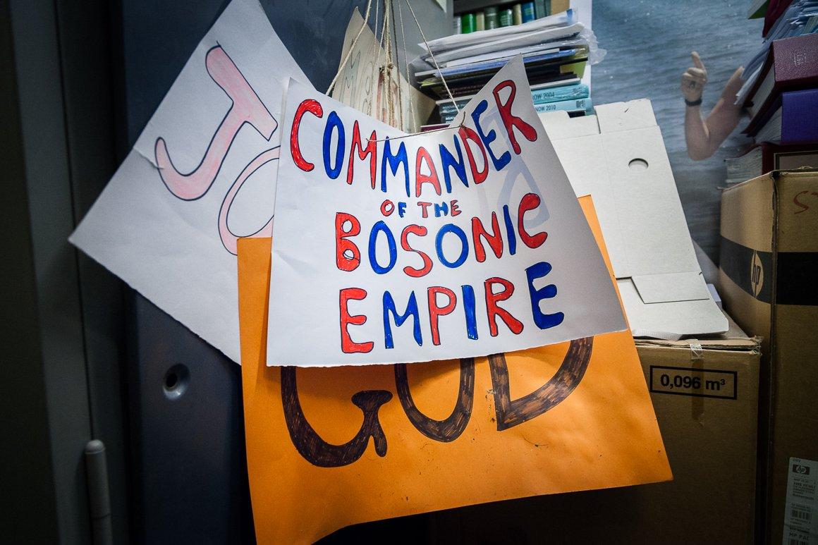 COMMANDER OF THE BOSONIC EMPIRE. Dettaglio all'interno dello studio di John Ellis